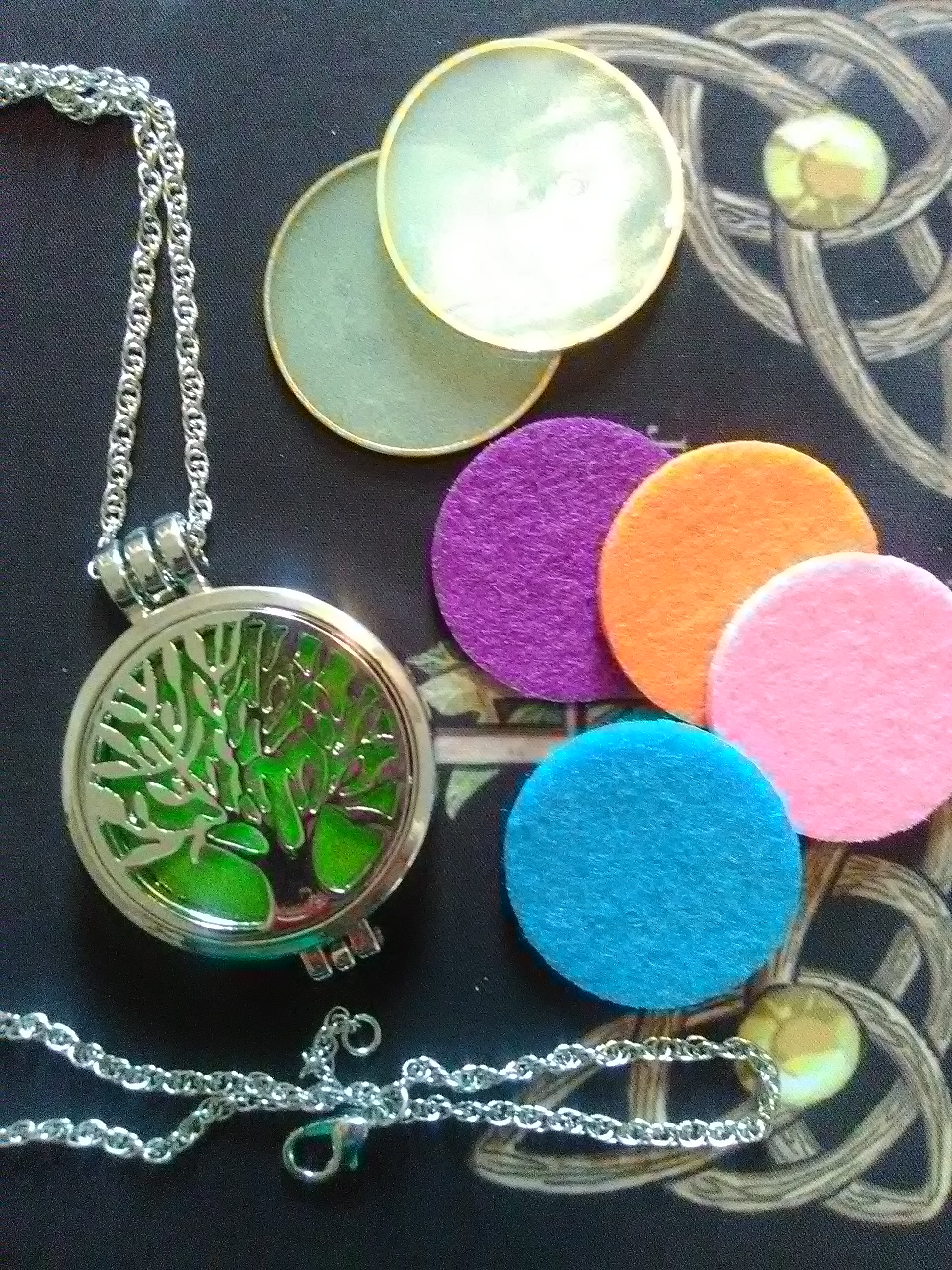 Luminous Tree of Life oil diffusure Necklace w/felt pads included